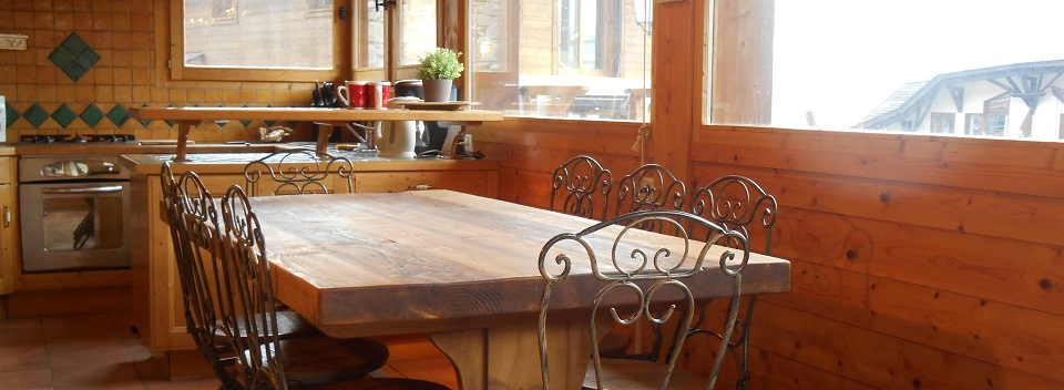 Chalet Papillon dining area